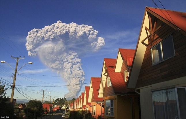 Núi lửa phun trào tại Chile, nhuốm đỏ bầu trời - anh 7