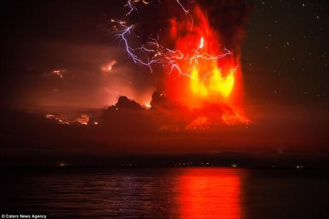 Núi lửa phun trào tại Chile, nhuốm đỏ bầu trời - anh 8