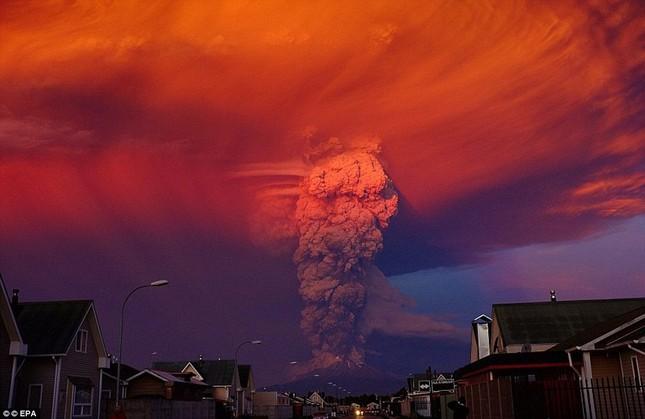 Núi lửa phun trào tại Chile, nhuốm đỏ bầu trời - anh 9