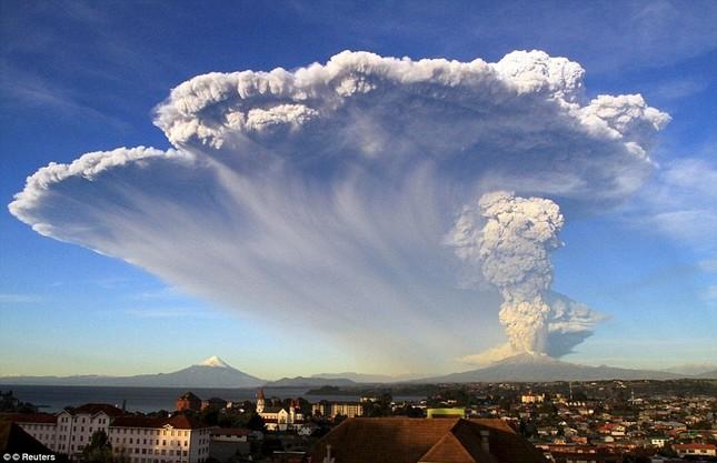 Núi lửa phun trào tại Chile, nhuốm đỏ bầu trời - anh 10