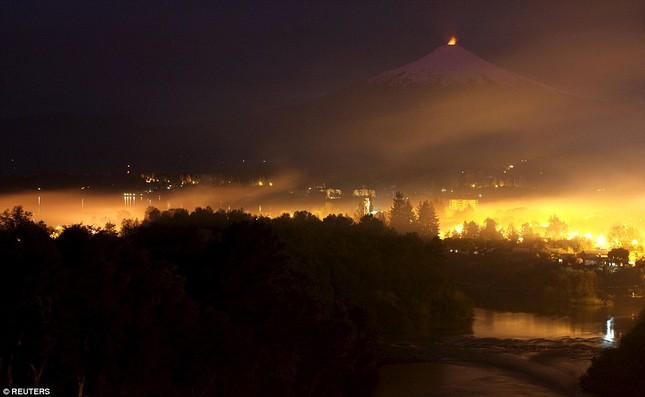 Núi lửa phun trào tại Chile, nhuốm đỏ bầu trời - anh 6