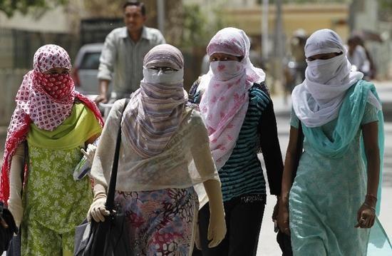Ấn Độ: Nắng nóng cực độ, hàng chục người chết - anh 2