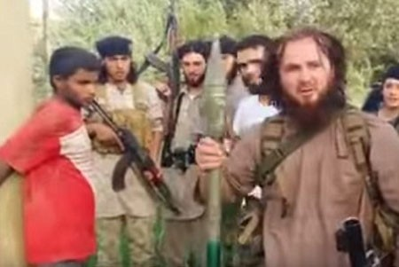 Tội ác ghê tởm của IS: Phóng hỏa tiễn giết người chống đối - anh 1