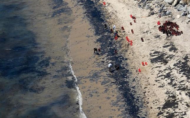 Toàn cảnh vụ tràn 76.000 lít dầu khủng khiếp ở Mỹ [Photos] - anh 3