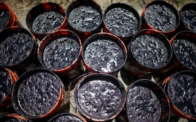 Toàn cảnh vụ tràn 76.000 lít dầu khủng khiếp ở Mỹ [Photos] - anh 5