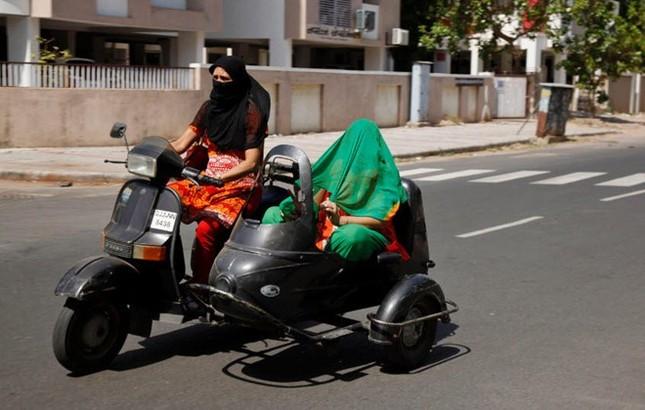 Chùm ảnh nắng nóng 48 độ khiến 750 người Ấn Độ tử vong - anh 8