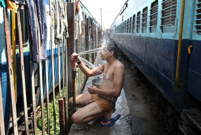 Chùm ảnh nắng nóng 48 độ khiến 750 người Ấn Độ tử vong - anh 9