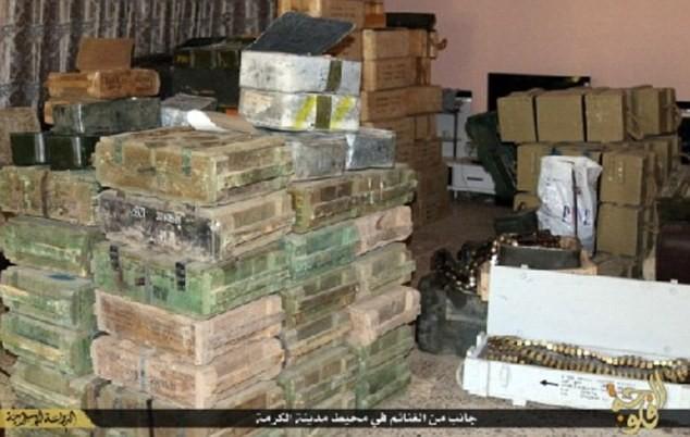 Khủng bố IS khoe dàn vũ khí 'khủng' cướp được từ quân đội Iraq - anh 6