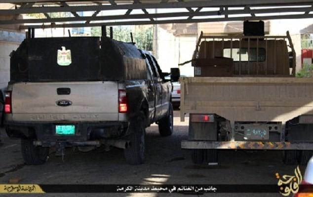 Khủng bố IS khoe dàn vũ khí 'khủng' cướp được từ quân đội Iraq - anh 8