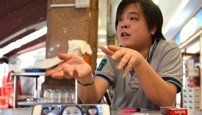 Cảnh sát Singapore bắt giữ chủ cửa hàng iPhone lừa du khách Việt - anh 1
