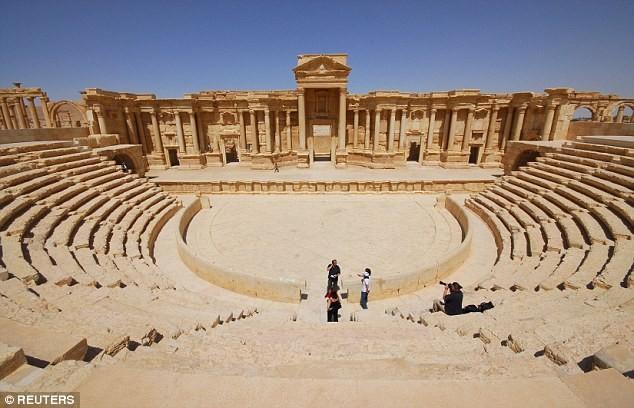 Tội ác ghê tởm của IS: Thảm sát 600 người, bắt cóc 600 thường dân Palmyra - anh 1