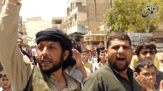 Tội ác ghê tởm của IS: Thảm sát 600 người, bắt cóc 600 thường dân Palmyra - anh 2