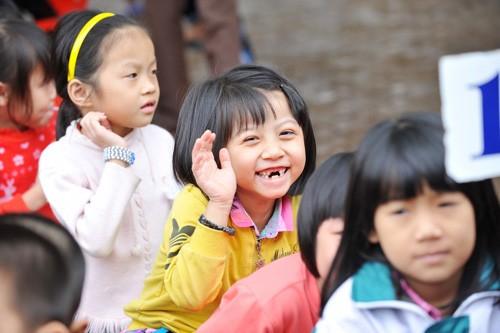 Ấm áp những nụ cười trẻ thơ Việt Nam - anh 9