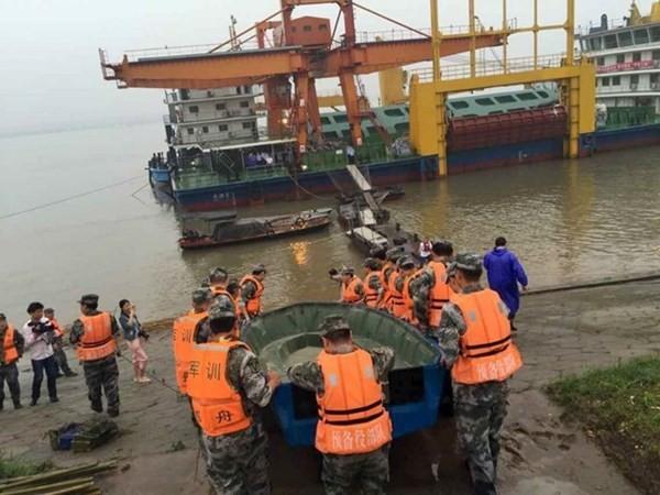 Chìm tàu chở 458 người ở Trung Quốc: Hơn 3.100 người tham gia cứu hộ - anh 3