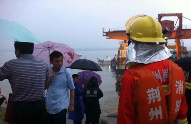 Chìm tàu chở 458 người ở Trung Quốc: Nạn nhân 3 tuổi còn sống sót? - anh 3