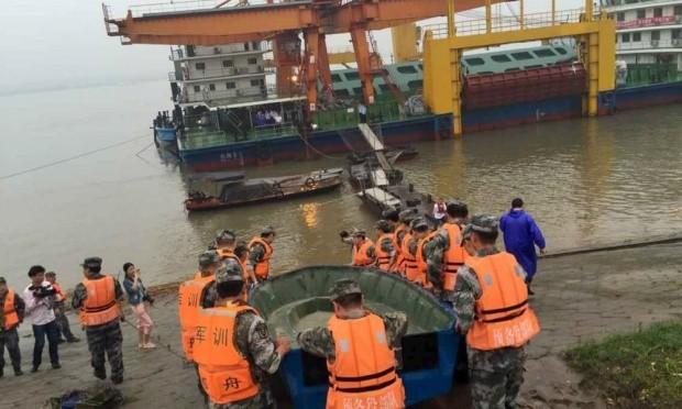 Chìm tàu chở 458 người ở Trung Quốc: Bắt giữ thuyền trưởng để truy xét - anh 1