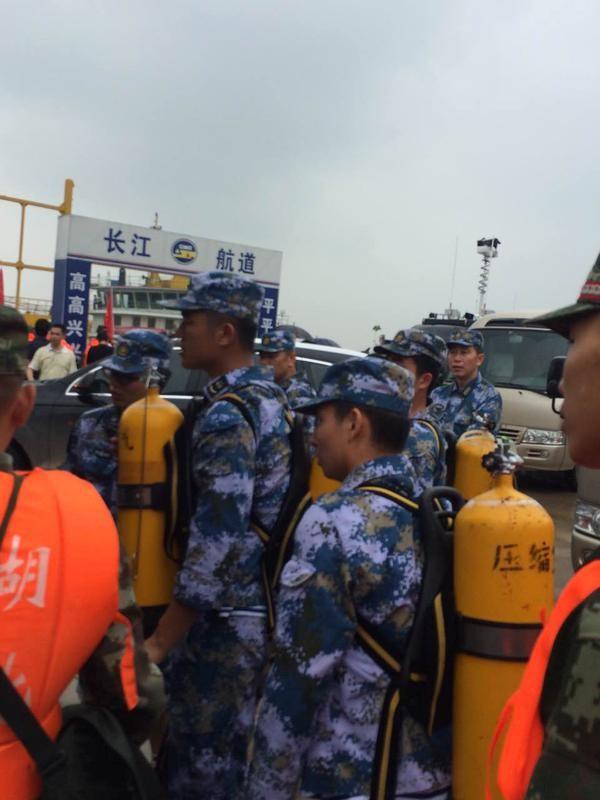 Chìm tàu chở 458 người ở Trung Quốc: Nạn nhân 3 tuổi còn sống sót? - anh 1