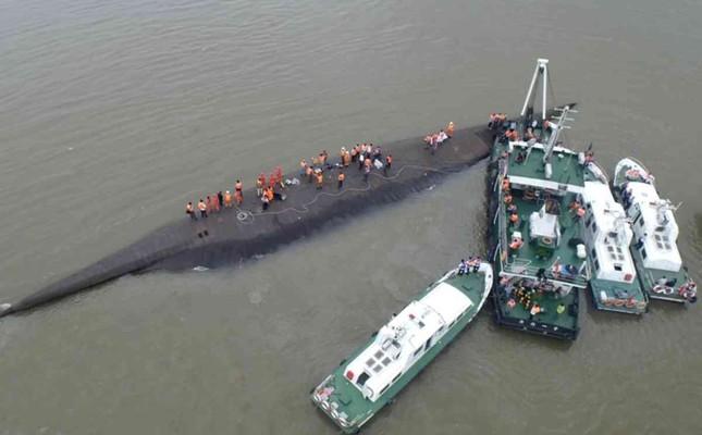 Vụ chìm tàu Trung Quốc: Hi vọng cứu vớt 400 người cạn dần - anh 5