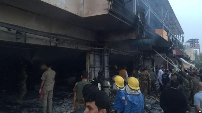 Khủng bố IS đánh bom đồn cảnh sát Baghdad, 47 người chết - anh 1