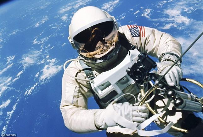 NASA kỷ niệm 50 năm ngày loài người bước chân ngoài vũ trụ [Photos] - anh 3