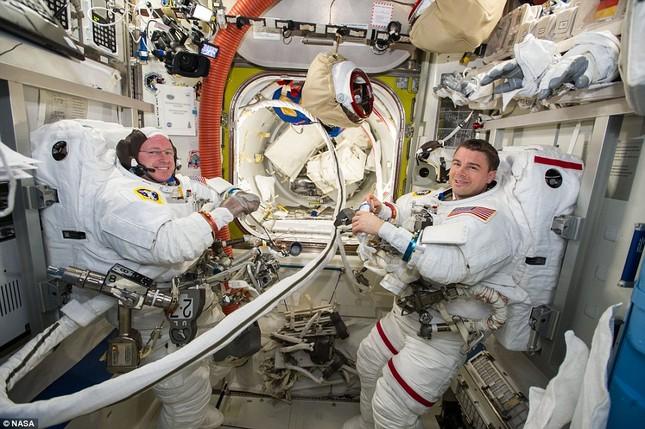 NASA kỷ niệm 50 năm ngày loài người bước chân ngoài vũ trụ [Photos] - anh 4