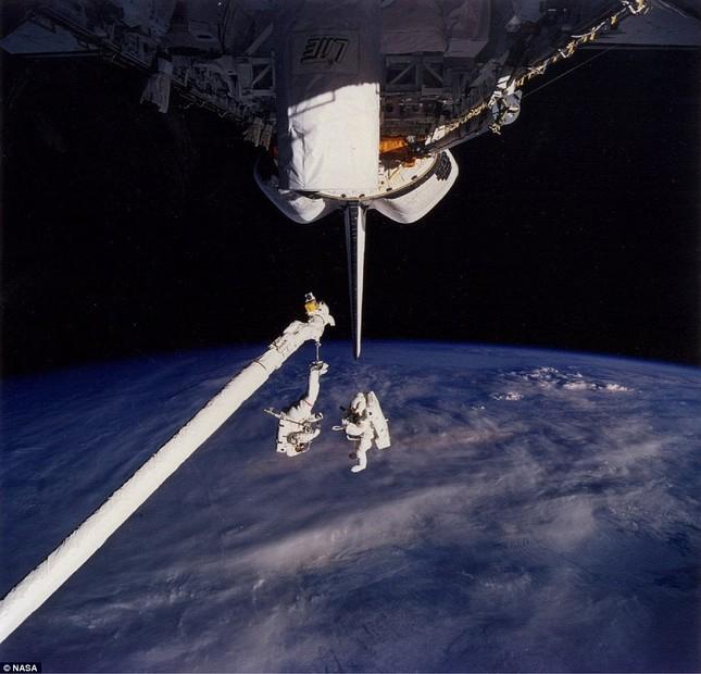 NASA kỷ niệm 50 năm ngày loài người bước chân ngoài vũ trụ [Photos] - anh 5