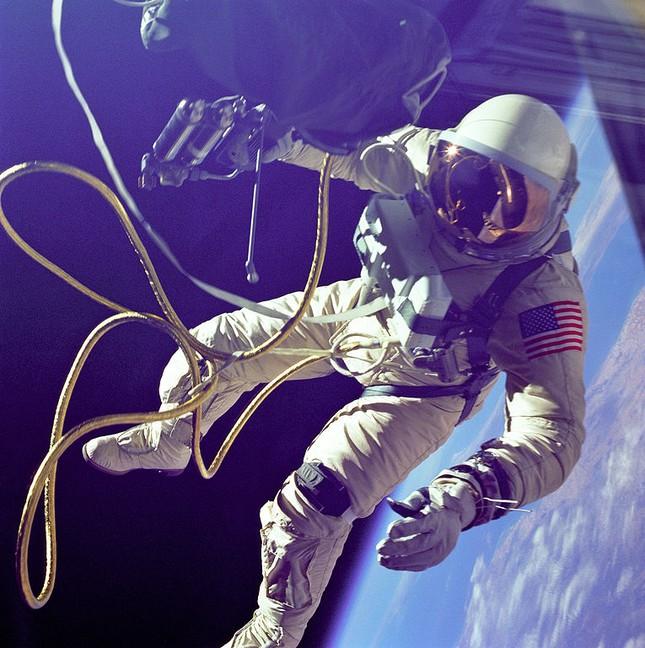 NASA kỷ niệm 50 năm ngày loài người bước chân ngoài vũ trụ [Photos] - anh 2