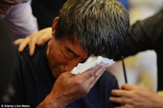 Vụ chìm tàu ở Trung Quốc: Người vợ hi sinh để chồng sống sót - anh 1