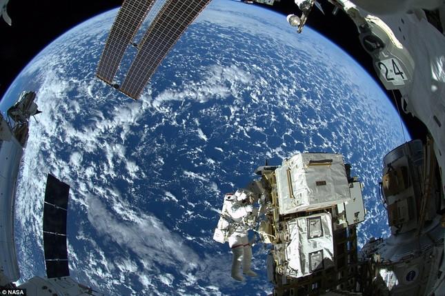 NASA kỷ niệm 50 năm ngày loài người bước chân ngoài vũ trụ [Photos] - anh 9