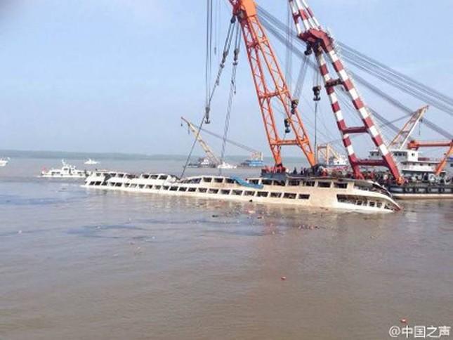 Vụ chìm tàu Trung Quốc: Hết hi vọng cứu người sống, chuyển sang thu gom hàng trăm thi thể còn lại - anh 8