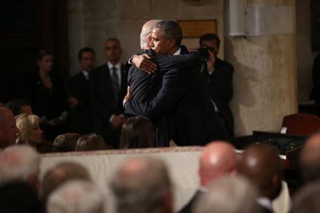 Tổng thống Obama đọc điếu văn trong lễ tang con trai Phó Tổng thống Mỹ - anh 2