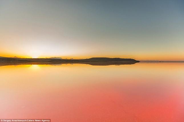 Ngắm hồ nước mặn đẹp tựa trên sao Hỏa ở Ukraine - anh 10