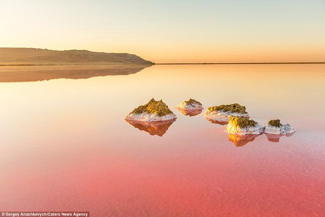 Ngắm hồ nước mặn đẹp tựa trên sao Hỏa ở Ukraine - anh 16
