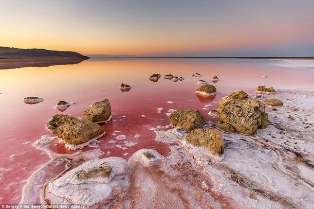 Ngắm hồ nước mặn đẹp tựa trên sao Hỏa ở Ukraine - anh 6