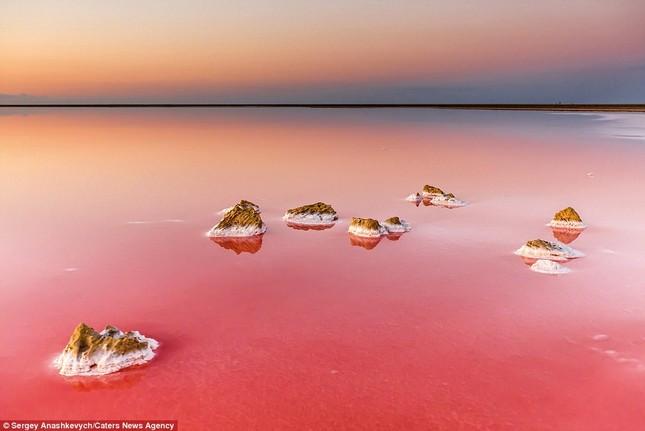 Ngắm hồ nước mặn đẹp tựa trên sao Hỏa ở Ukraine - anh 7