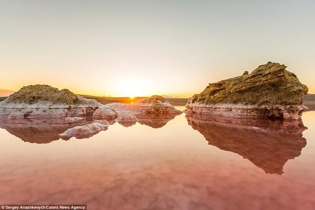 Ngắm hồ nước mặn đẹp tựa trên sao Hỏa ở Ukraine - anh 8