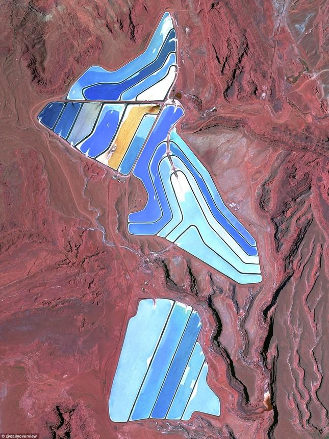 Ngắm những 'kiệt tác tự nhiên' của Trái đất nhìn từ không gian - anh 5