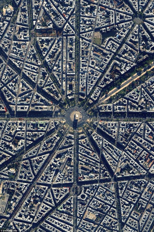Ngắm những 'kiệt tác tự nhiên' của Trái đất nhìn từ không gian - anh 7
