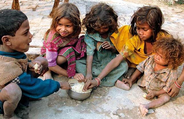 iFact Có thể bạn chưa biết: Những con số 'đáng báo động' về sự nghèo đói trên thế giới - anh 3