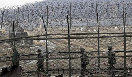 Triều Tiên đặt mìn tại biên giới, ngăn binh sĩ trốn về Hàn Quốc - anh 1