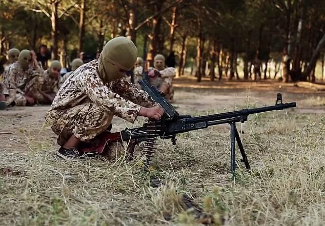 Thâm nhập trại huấn luyện phần tử khủng bố dành cho trẻ em của IS [Video] - anh 3