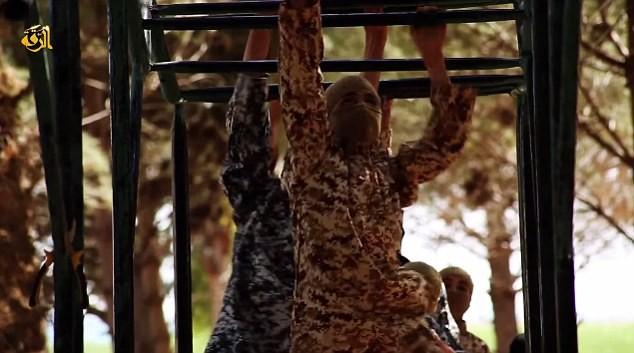 Thâm nhập trại huấn luyện phần tử khủng bố dành cho trẻ em của IS [Video] - anh 5
