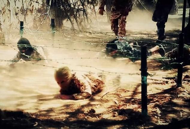 Thâm nhập trại huấn luyện phần tử khủng bố dành cho trẻ em của IS [Video] - anh 4