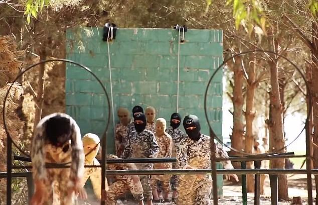 Thâm nhập trại huấn luyện phần tử khủng bố dành cho trẻ em của IS [Video] - anh 7