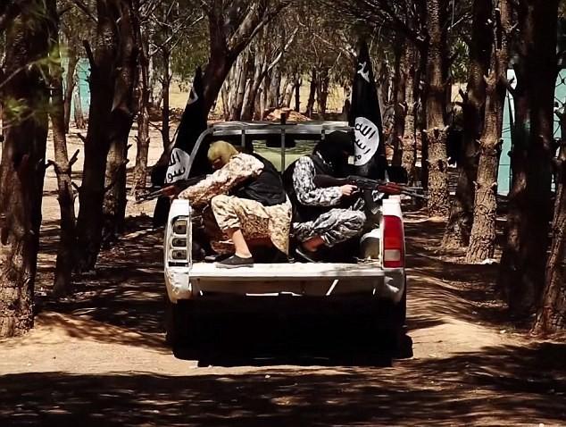 Thâm nhập trại huấn luyện phần tử khủng bố dành cho trẻ em của IS [Video] - anh 11
