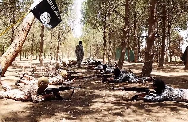 Thâm nhập trại huấn luyện phần tử khủng bố dành cho trẻ em của IS [Video] - anh 12