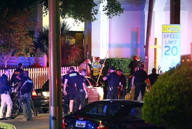 Toàn cảnh vụ xả súng điên cuồng tại nhà thờ Mỹ, 9 người chết - anh 4