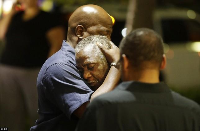 Toàn cảnh vụ xả súng điên cuồng tại nhà thờ Mỹ, 9 người chết - anh 2