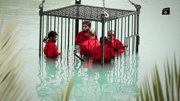 Những kiểu hành quyết con tin mới, dã man của khủng bố IS - anh 1