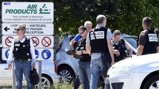 Toàn cảnh khủng bố IS tấn công kinh hoàng tại nhà máy Pháp - anh 1